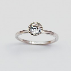 Stříbrný prsten s kameny