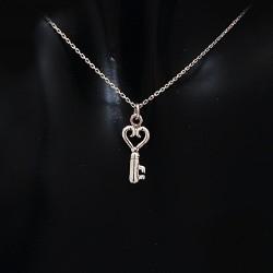 Stříbrný přívěsek klíč